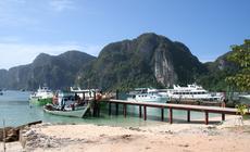 Przystań na wyspie Phi Phi